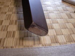 椅子の足裏にフェルト